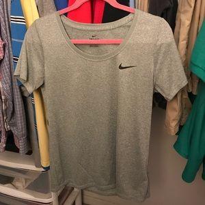 Euc Nike dri fit gray T-shirt sz Medium